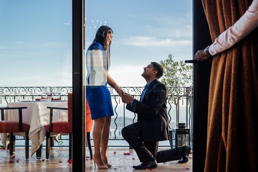 surprise proposal photographer in Eze (2)