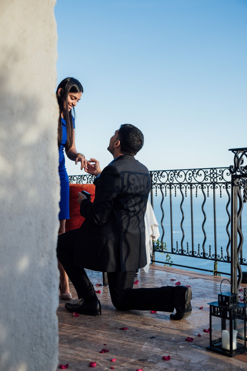 surprise proposal photographer in Eze (3)