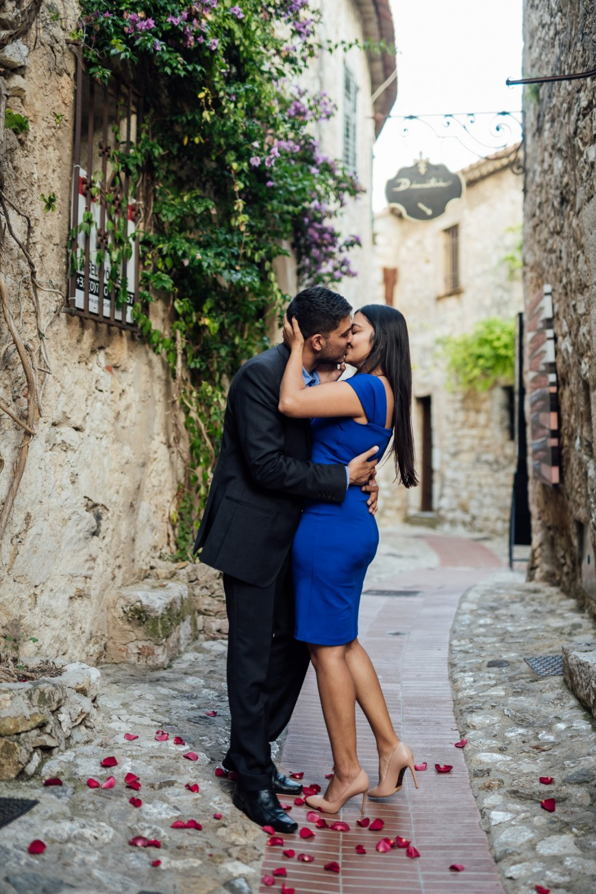 surprise proposal photographer in Eze (8)